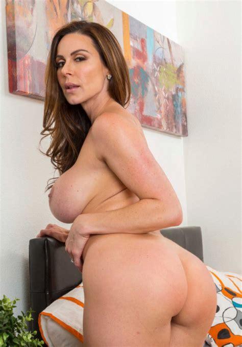 Busty MILF Presents Her Beautiful Ass