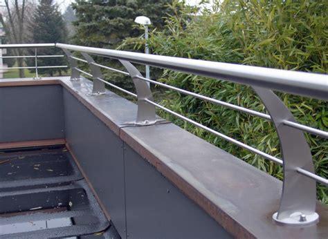 Auf Geländer by Gel 228 Nder T 252 Ren Tore Of Metal Design Angelo Rizzuto