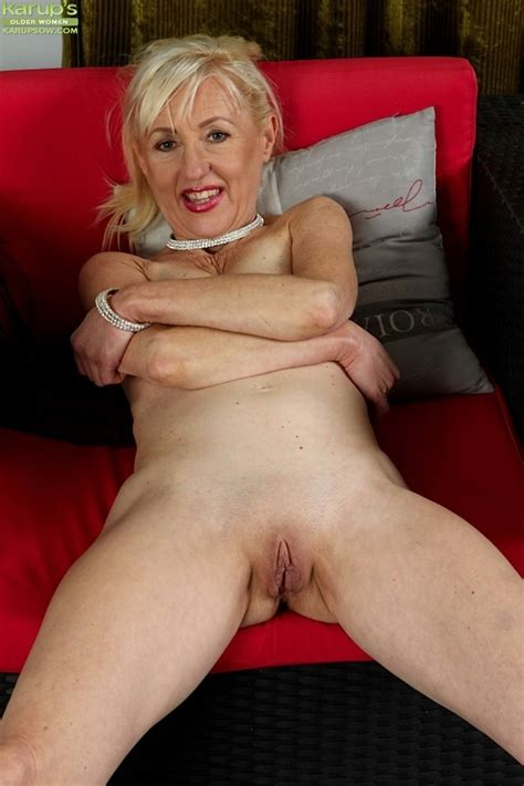 Horny Granny Tina Spreads Mature Pussy Wide Open