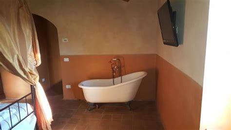 bagno in da letto vasca da bagno nella da letto della suite picture