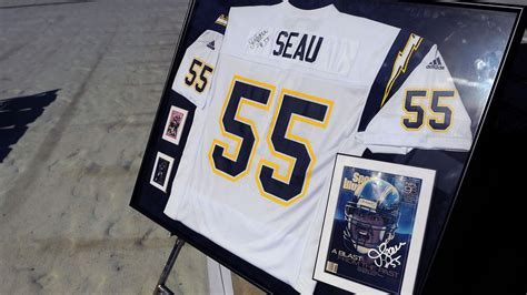Junior Seau Memorial Concludes With San Diego Chargers