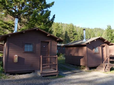 yellowstone national park cabins roosevelt lodge cabins pioneer cabins w stove picture