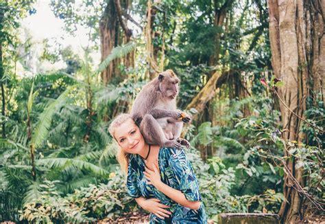 mengenal tempat wisata monkey forest  ubud bali