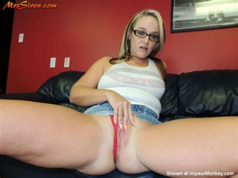 Thick Legs And Phat Pussy Milf Luscious