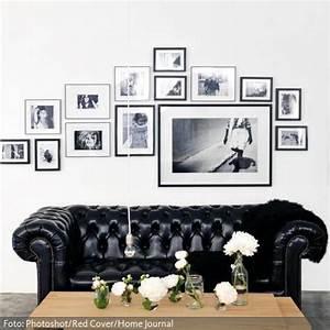 Ein Schwarzes Chesterfield Sofa Und Der Moderne Couchtisch