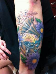 phonograph and daisies – Tattoo Picture at CheckoutMyInk.com