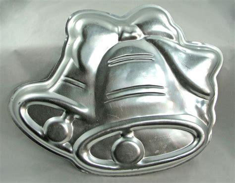 wilton cake pans bakeware images  pinterest