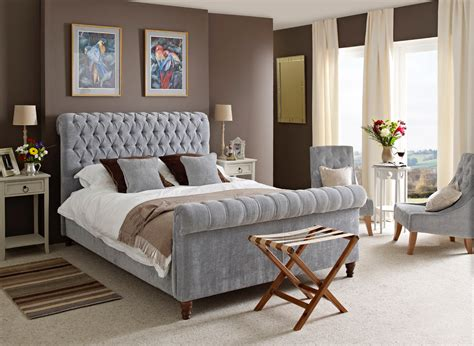 Decorating Ideas For Small Bedrooms Uk by How To Decorate A Small Bedroom With A King Size Bed The