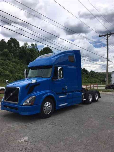 Volvo Volvo 670 (2013)  Sleeper Semi Trucks
