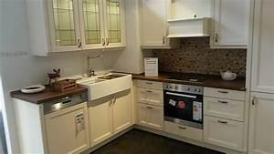 Alno musterkuche romatische landhauskuche aus massivholz for Alno landhausküche