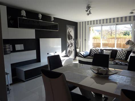 modele decoration salon gris  blanc