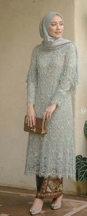 Model atasan brokat dengan berbagai motif memang selalu memberikan kesan elegan dan modern. 23 Ideas For Dress Hijab Brokat Kebaya di 2020 (Dengan ...
