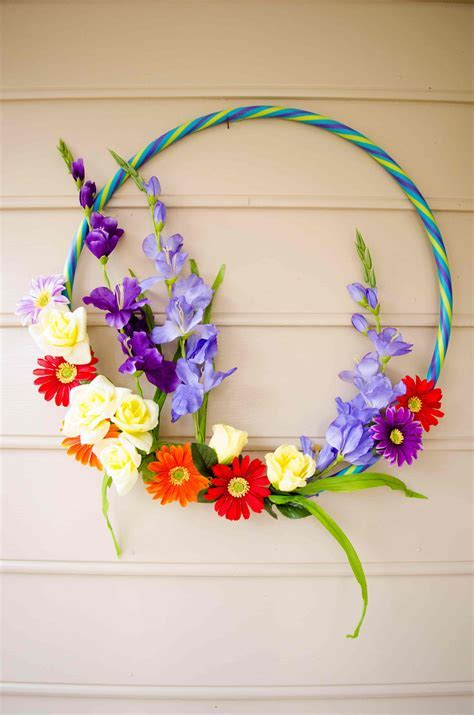 Summer Hula Hoop Rainbow Wreath: Make a perfect wreath on