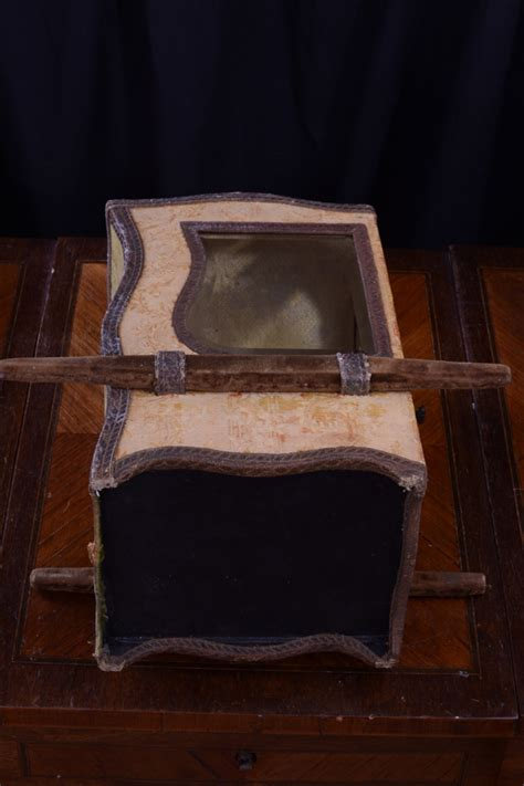 chaise a porteur chaise à porteur vitrine soie brodée boite bijoux poupée