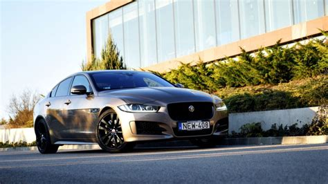 jaguar xe kombi nem lesz kombi jaguar xe a crossoverek ker 252 lnek előt 233 rbe