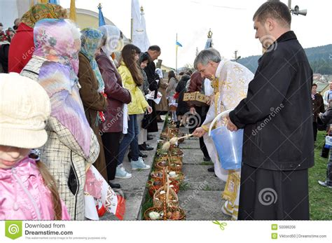 cuisine priest easter parishioners of the orthodox church editorial photo image 50086206