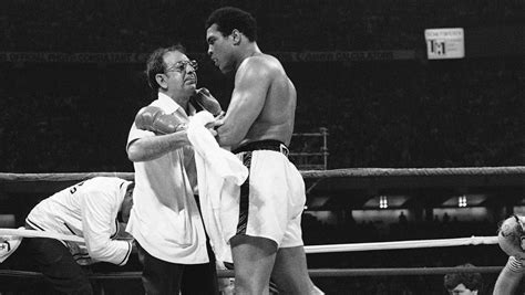 day muhammad ali beat leon spinks