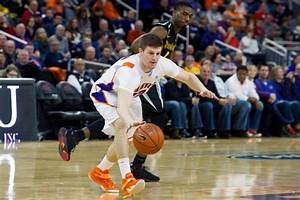 No. 13 Wichita State smothers Evansville in 61-41 win ...