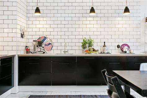 carrelage mural cuisine design cuisine bois et blanc pour un int 233 rieur lumineux et chaleureux