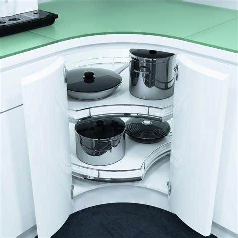 Küchen Eckschrank Mit Rondell by Deko Ideen Den Eckschrank Der K 252 Che Komfortabel Gestalten