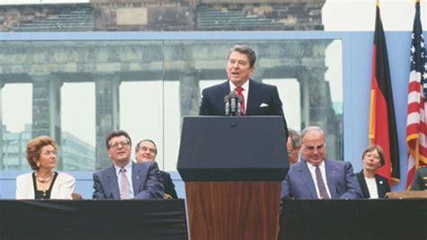 reagan  historic visit  berlin wall history