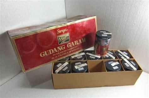 Id foto stok tanpa royalti: CILEGON ANTIK: Tin Box / Satu Pak Kaleng Rokok Gudang ...