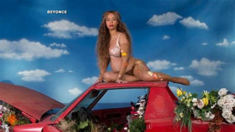 beyonce announces shes expecting twins video abc news