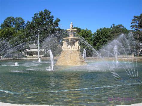 traffic circle hunting fountains  kansas city