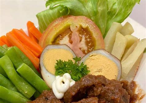 Sekilas tampilannya mirip dengan rolade bedanya galantin daging sapi tidak. Resep: Selat Solo Enak - Dapurkoe