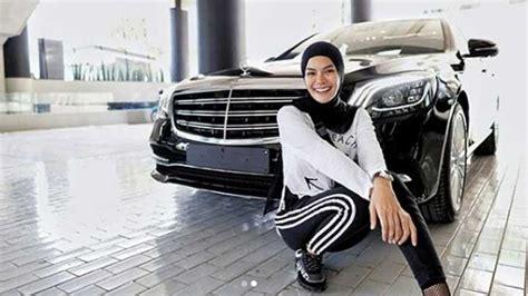 Nikita Mirzani Beli Mercedes Benz Simak