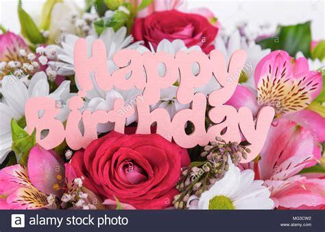 inschrift ist happy birthday auf die blumen