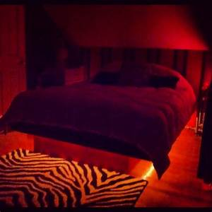 Lit Bed Up : my light up platform bed in love dream house pinterest ~ Preciouscoupons.com Idées de Décoration