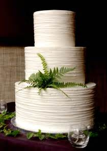 buttercream wedding cakes these peas are hollow buttercream