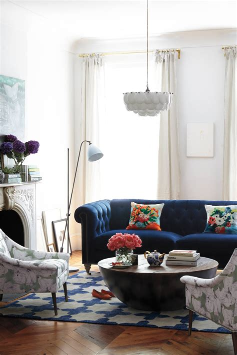 Living Room Design Blue Sofa by 25 Stunning Living Rooms With Blue Velvet Sofas