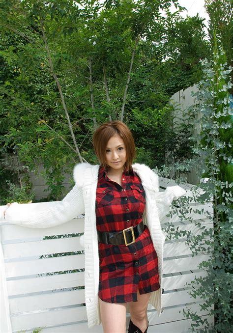 sexy and busty japanese av idol yui aoyama shows her