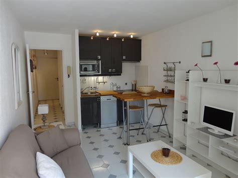coin cuisine studio studio cabine décor cocooning avec terrasse ensoleillée