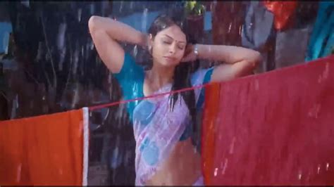 Hottest South Indian Actress Wet Hips Saree in Rain - YouTube