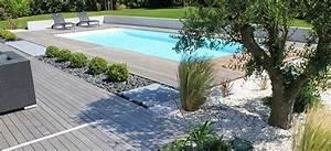 piscine avec abords en bois et jardin mineral dans bassins With amenagement tour de piscine 6 amenagement terrasse amenagement de cours plage de