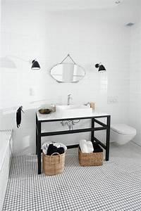 best le carrelage damier noir et blanc pour la salle de With carrelage adhesif salle de bain avec ampoule led a detection