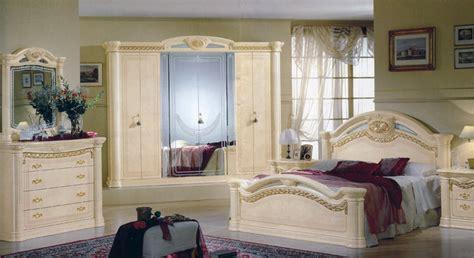 Design Schlafzimmer Kommode Bett Schrank Italien Klassik