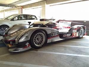 Audi Occasion Le Mans : audi r18 ultra le mans racer spotted parked on handicap spot autoevolution ~ Gottalentnigeria.com Avis de Voitures