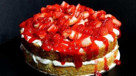 3 pi鐵es cuisine food cake with strawberry glaze