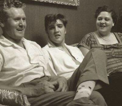presley smith mom and dad elvis with his mom and dad vernon and gladys eaap