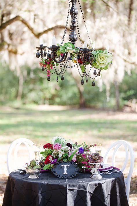 dramatic dark romantic wedding ideas   detail
