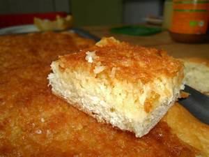 bienenstich kuchen mit kokosraspeln