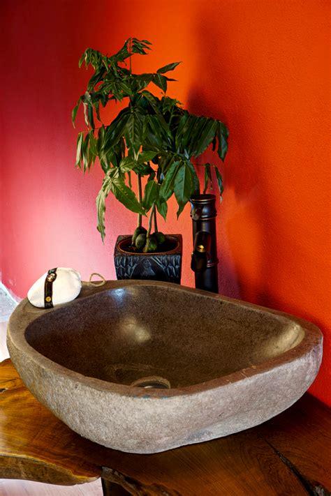 flussstein stein waschbecken aufsatzwaschbecken kinaree