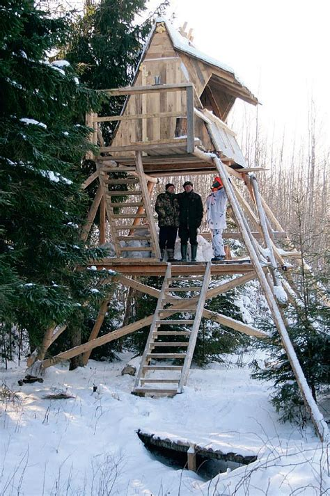 Pūrē uzbūvēts neredzēts medību tornis   LA.LV