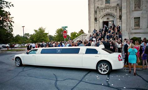 Rent A Limo For A Day by 6 Tips When Hiring Limousine Service For Wedding Bravo Limo