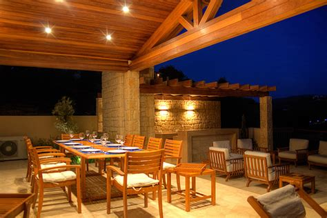 create a atmosphere with outdoor recessed lighting
