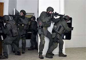 Photo : FBI SWAT team